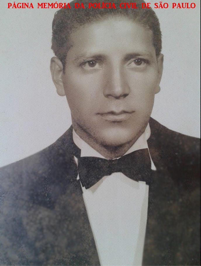 """Escrivão de Polícia Izidoro Xavier de Brito, na sua formatura na Escola de Polícia da rua São Joaquim- Liberdade, em 1.954. Faleceu em 1968 quando era Chefe dos Escrivães da Equipe """"B"""" da antiga Delegacia de Homicídio do DEIC. (Acervo do sobrinho, Investigador Jose Xavier De Brito Filho)."""