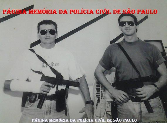 Equipe Alfa lll da DIG- Seccional de Jundiaí, em 1.989. Investigadores, Carlos Zanini (com gesso no braço) e Adriano (hoje policial federal), em 1.989 DIG Jundiai - Equipe Alfa III.