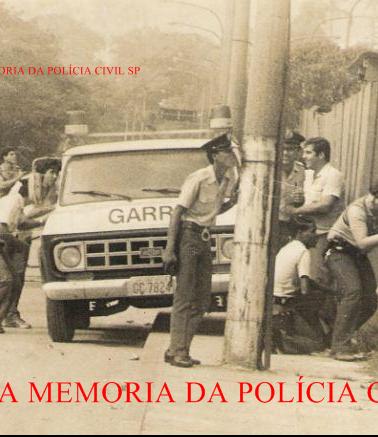 Investigadores de Políciado GARRA- DEIC, Márcio De Castro Nilsson (atualmente Delegado) e Wmvelho Velho Walter Matos (hoje na DIG- Seccional de Santos), em uma das rebeliões da antiga Casa de Detenção, em 1.982.