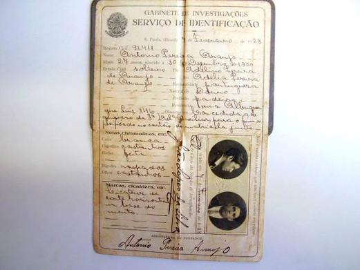 Carteira de Identidade, expedida em 7 de fevereiro de 1.928 pelo Serviço de Identificação do Gabinete de Investigações (posterior DI e atual DEIC).