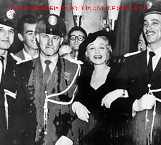 Integrantes da extinta Guarda Civil de São Paulo em escolta para Marlene Dietrich atriz e cantora alemã, em sua visita ao Brasil, em 1.959. Acervo de Ricardo Della Rosa.