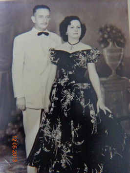Delegado de Polícia Guilherme Viesi e esposa Arletty Pimentel Viesi, anos 60.  O Delegado Guilherme Viesi, trabalhou em Presidente Prudente (1960 a 1962), Bauru (1963 a 1964), Votuporanga (1964 a 1967) e Sorocaba (1967 a 1969). Depois foi para São Paulo até 1971, após Seccional de Itapeva e Regional de Itapetininga, por 14 anos, se aposentando em Classe Especial. (do acervo de seu filho, o Delegado de Polícia aposentado Paulo Viesi).