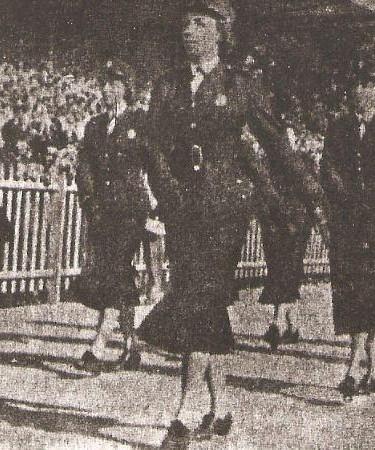 Corpo de Policiais Femininas em desfile (década de cinquenta).