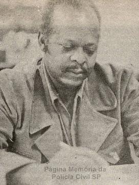 """Investigador de Polícia Deodato, conhecido no sub mundo do crime como """"Deusdato"""". Foi Chefe da Delegacia de Roubos nas décadas de 50 e 60, considerado um dos melhores policiais da história da Policia Civil. Foi assassinado a tiros por sua amásia em meados dos anos 60."""