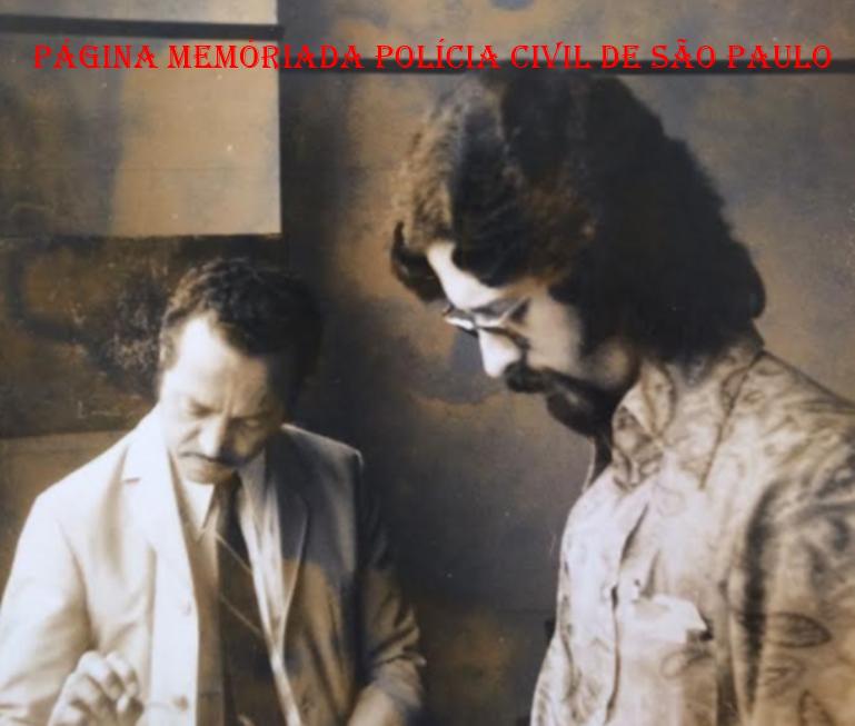 """Investigadores Garcez e Sebastião Pereira """"Tião"""", na Delegacia de Crimes Contra a fé Pública da DIG- Divisão de Investigações Gerais do DEIC- Departamento Estadual de Investigações Criminais."""