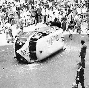Kombi da Guarda Civil de São Paulo (protestos da década de sessenta).