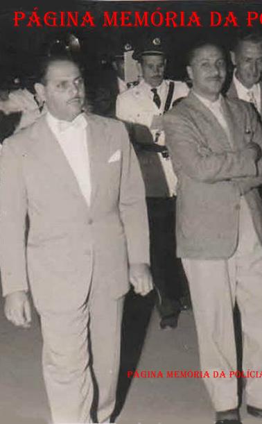 À partir da esquerda: Delegado de Polícia de Joanópolis Adip Abmussi (com gravata borboleta); Deputado Estadual Alfredo Farhat; Sr. Álvaro Costa, avô dos Delegados João Valle e Fernão Dias Da Silva Leme (atual prefeito de Bragança Paulista) e Prof. Benedito Marques, avô dos Delegados Djahy Tucci Jr e Paulo Afonso Tucci. Desfilavam à frente da corporação musical Lira Joanopolense, na década de 60.