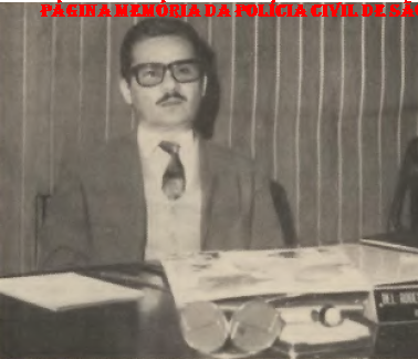 """Delegado Titular do Município de Guarulhos Roberto Monteiro de Andrade """"in memoriam"""", em 1.971. Seu nome foi dado a uma Escola em Guaratinguetá, uma praça em Guarulhos e até à própria Delegacia Seccional de Guarulhos. O Delegado Adjunto, era Hildebrando Alves Paranhos, Escrivão Chefe Alcidio J. Capovilla e na Chefia dos Investigadores Domingos de Oliveira,"""