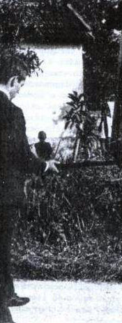 """Correinha aparece momentos antes da invasão de um """"barraco"""" onde se homiziavam perigosos assaltantes de banco. DEIC 1968 — Setor de Assaltos a Banco Fonte: Última Hora — Novembro/1967"""