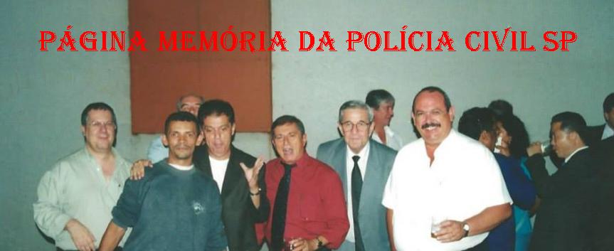 Década de 90, em primeiro plano, à partir da esquerda, o jornalista Hélvio Borelli; barbeiro e organizador de eventos esportivos Luizinho; Delegado Emílio Françolin; o saudoso Investigador Mineirinho; advogado criminalista Luiz Sapiense, que atuou mais de 40 anos na região do Bom Retiro, e Investigador Cypriano R Santos.
