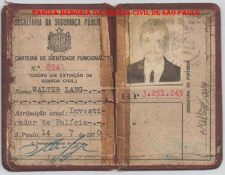 Carteira Funcional de integrante da extinta Guarda Civil da Polícia do Estado de São Paulo Walter Lang, optante para a carreira de Investigador de Polícia, assinada pelo então Delegado Geral de Polícia Nemr Jorge, expedida em 14 de julho de 1.970.