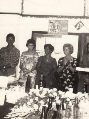 Delegado de Polícia Nestor Sampaio Penteado recebendo homenagem do lendário repórter Paladino, no início da década de 70. (acervo do empresário e ex- Investigador Oscar Matsuo)