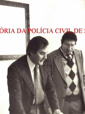 À partir da esquerda, os saudosos Investigadores José Francisco Godinho, que presidiu a AFPCESP- Associação dos Funcionários da Polícia Civil do Estado de São Paulo de 1981 a 1983 e o presidente eleito, Hilkias de Oliveira, em 1.983 (ambos posteriormente passaram para Delegado); Pesquisador Datiloscópico Virgílio Zappa e o Investigador Pizzapiu.