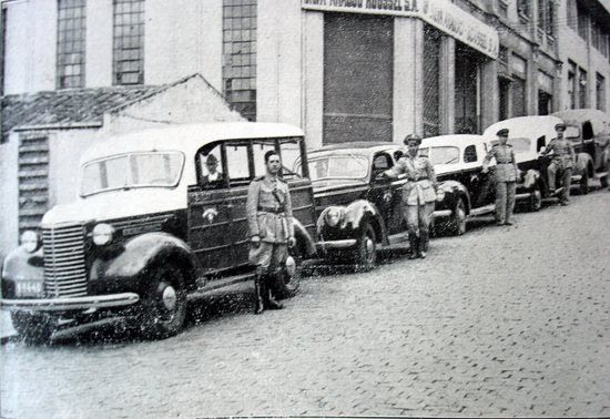 Viaturas da Rádio-Patrulha (comandada por Delegados de Polícia) na década de quarenta.