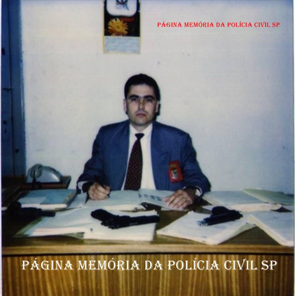 Na antiga Divisão de Homicídios- DEIC, Delegado de Polícia Marcelo Guedes Damas, em 1.983. (acervo da irmã a Policial Civil Maria Guedes Maria Damas).