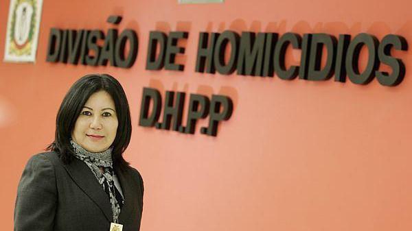 Delegada de Polícia Diretora do DHPP Elisabete Sato Lei, primeira mulher na história comandando o Departamento, demonstrando a competência e a força da mulher na Polícia Civil do Estado de Sâo Paulo. Atualmente a frente da DGPAD.