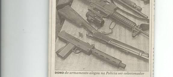 Reportagem sobre a prisão de um empresário com grande arsenal de armas, pelos policiais da 1ª Delegacia do DEPATRI, Delegados de Polícia Marcos Parra e Carlos Eduardo Duarte de Carvalho, com Investigadores Juan, Reis e Vanderlei, em 2.000.