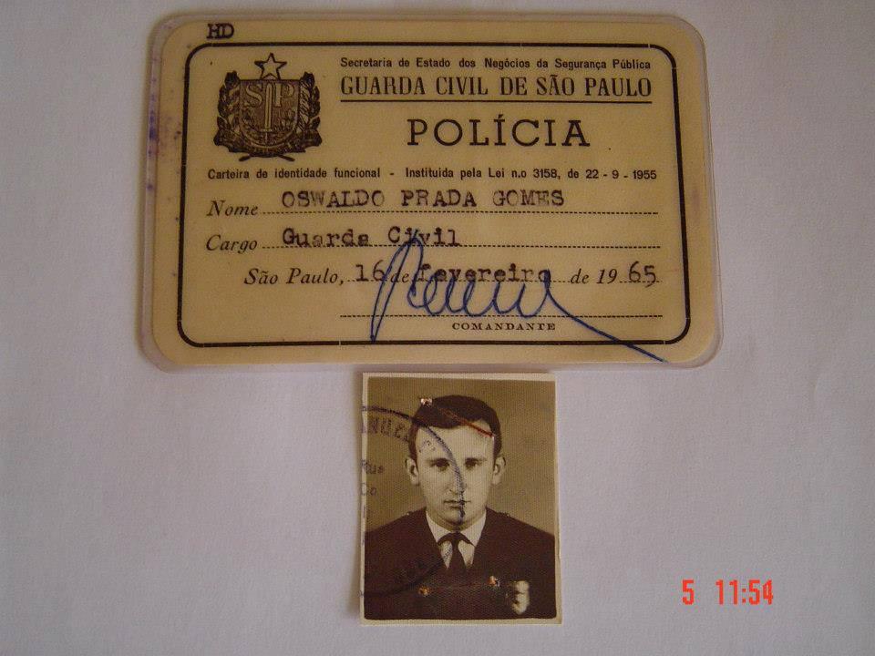 Carteira de Identidade Funcional de Oswaldo Prada Gomes, da extinta Guarda Civil do Estado de São Paulo, expedida em 16 de fevereiro de 1.965. Posteriormente passou em concurso para Escrivão de Polícia, onde se destacou em todas delegacias onde trabalhou. (enviado pelo Delegado Paulo Viesi).