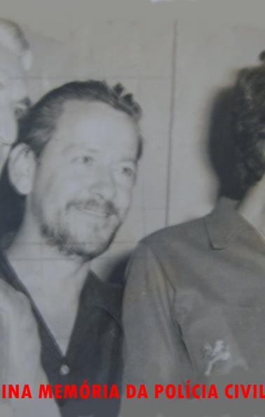 Equipe da Divisão de Ordem Social, Investigador Milazzoto, Fotógrafo Policial Alemão (foi vereador em uma cidade do interior de SP) e o Investigador Optante Edison Moraes, na década de 70. (Enviada pelo filho Robson de Moraes).