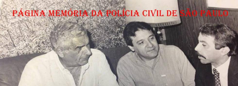"""À bordo do navio Piura, na década de 80. Chefe dos Investigadores do antigo DEREX- Departamento Regional de Polícia da Região de São Paulo Exterior, que em 1975, foi transformado em Delegacia Regional da Polícia do Litoral, e subordinado ao DERIN, Fernando Franco das Neves, o """"Fernandão Bezerro de Ouro"""", empresário Aldair N. Araujo e Wandeley de Matos."""