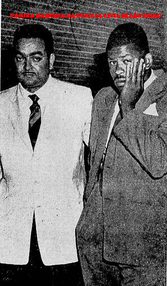 """Investigador da antiga Divisão de Entorpecentes do DEIC Antônio Granato, na prisão do famigerado traficante Florisvaldo """"Bahia"""", em 20 de novembro de 1.970. (Acervo de Débora Granato)."""