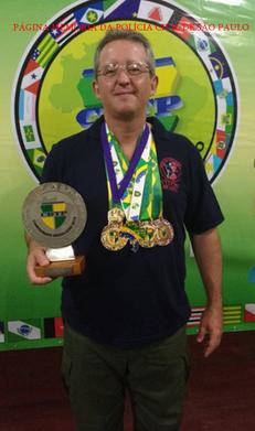 Policial Civil Luis Cesar Costa, operacional do GOE/DECAP, instrutor e excepcional atirador, é o atual 2º colocado na Divisão Classic de tiro prático com pistolas, da Confederação Brasileira de Tiro Prático (CBTP). Luis competiu com pistola de carregador monofilar, no modelo Colt 1911, e sagrou-se vice-campeão brasileiro.