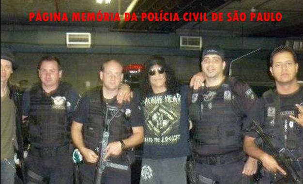 Policiais Civis do GARRA- DEIC, em foto com o Super Star Saul Hudson, conhecido pelo seu nome artístico Slash, guitarrista britânico-americano mundialmente famoso como membro original da banda de hard rock Guns N' Roses.