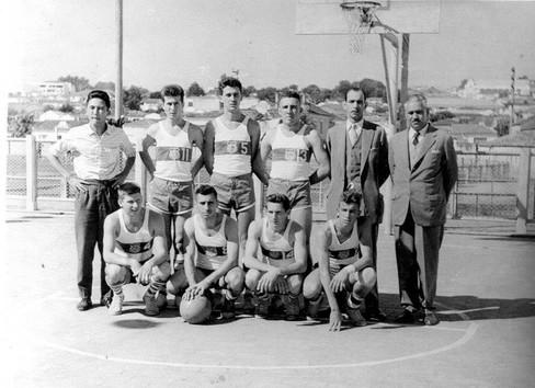 Equipe de basquete da extinta Guarda Civil, em Sorocaba, na década de 60.