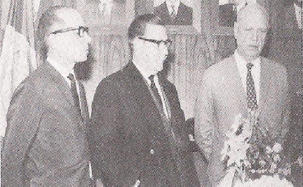 DR. RUBENS LIBERATORE (esquerda) e DR. MÁRIO PEREZ FERNANDES (meio) e o Secretário de Segurança Pública (direita), durante muito tempo revezaram entre si as Diretorias do DEIC e do DEGRAN (Primeira Auxiliar).