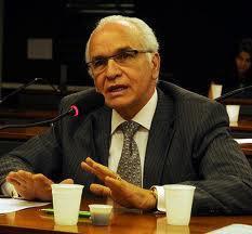 Delegado de Polícia Gilberto Nacimento, ingressou na Polícia Civil em 1.992, foi eleito Deputado Federal e Presidente do PSC.