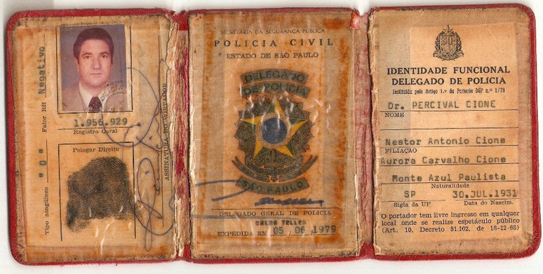 Carteira Funcional de Delegado de Polícia de Percival Cione, assinada pelo DGP Celso Telles em 05 de junho de 1.979. (enviado pela filha, Investigadora de Polícia de Itú, Tânia Cione).