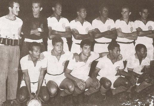 São Bento Futebol Clube. Agachado, o terceiro, da esquerda para a direta, o saudoso delegado José Geraldo Camargo, o Picolé.