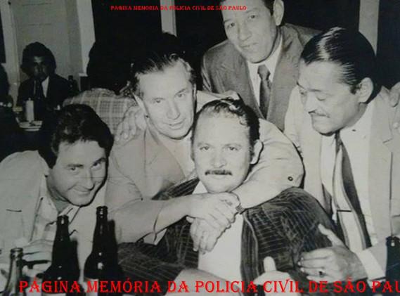 Policiais civis da região de Campinas e Jundiaí, na década de 70. Investigadores Serafim, Dimas Almeida, Abilinho de Campinas, (?) e (?). Acervo do Investigador Xuxa Almeida.