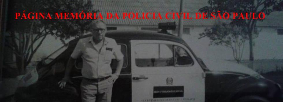 Delegado Dairton Pagotto no pátio do 2º DP de Amparo, da antiga Regional de Campinas- DERIN, com a nova viatura, doada pela Prefeitura Municipal de Amparo, no início da década de 70.