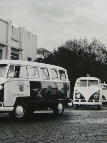 Viatura Volkswagem Kombi, décadas 60 e 70. (enviado pelo Policial Civil Mario Eduardo, da Seccional de São Bernardo do Campo).