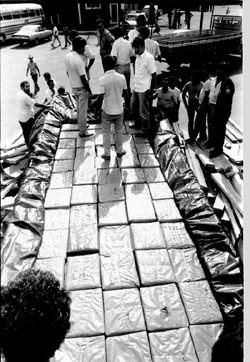 Dezembro de 1987: Policiais Civis de Assis apreenderam um caminhão carregado de maconha.