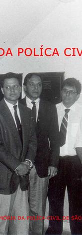 Na Seccional de Jundiai, comeco dos anos 90, da esquerda para a direita: Delegado Clóvis Arnaldo Sproesser (homenageado com seu nome para a Delegacia Seccional de Jundiai, aposentou-se em 1.998 e faleceu em 7 de agosto de 2004), Delegados Djahy Tucci, Paulo Tucci e Carlos Zuiani; Investigador Arilton (chefe da DIG); Delegados Alvaro (in memorian), José Antônio dos Santos (aposentado recentemente como Seccional de Piracicaba, tendo sido Seccional de Jundiaí antes) e Investigador José Luiz Antunes. (enviado pela Investigadora de Jundiaí Rudja Tucci Izzo).