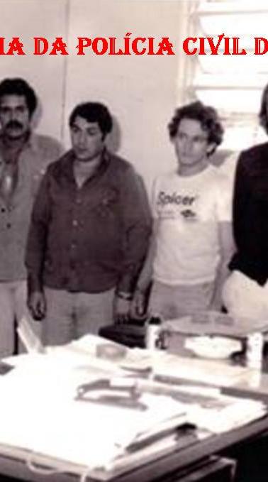 Equipe de policias de Bragança Paulista, na década de 70. Com os saudosos Investigadores Sérgio Getúlio Zunchler, Hélio Pires e Luiz Antônio Azevedo. (Acervo de Luiz Azevedo).