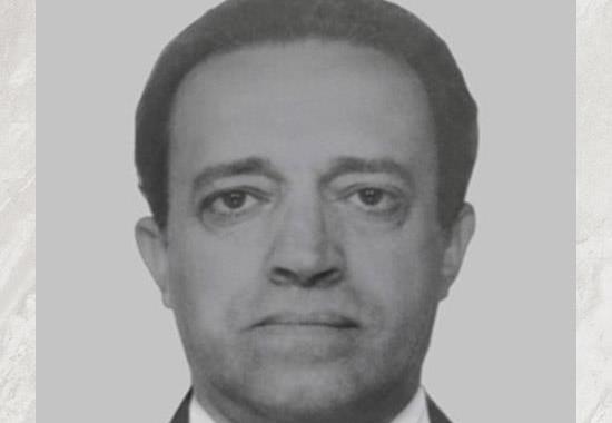 """Dr. Maurício Henrique Guimarães Pereira. Período: Março de 1983 a Novembro de 1983. Delegado de Polícia Maurício Guimarães Pereira, jornalista, escritor e professor. Ocupou o cargo de Delegado Geral em 1983. Dirigiu o antigo DEGRAN, o DEPLAN e a ACADEPOL, além de Regionais, Seccionais e Divisões da Polícia Civil. Foi presidente da Associação dos Delegados de Polícia do Estado de São Paulo no biênio 76/77. Idealizador do Projeto """"Nova Polícia"""", logo após a ditadura militar. Como jornalista trabalhou na Folha de São Paulo e na rádio Record. Escreveu vários artigos sobre inquérito policial. Lecionou processo penal na Academia de Polícia e na Universidade Paulista (UNIP), além de participar de vários simpósios e encontros sobre o tema. Paradigma de pai, criou quatro filhos: um Juiz de Direito, um Promotor de Justiça e dois Delegados de Policia."""