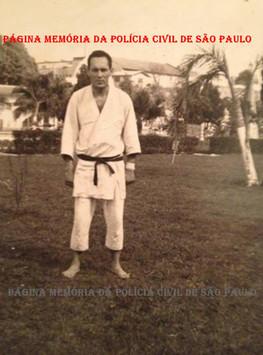 Professor de defesa pessoal da ACADEPOL, nas décadas de 70, 80, 90 e 2.000, Investigador de Polícia Edival Monteiro. (foto da década de 70, do acervo do filho Investigador Marcelão Monteiro).