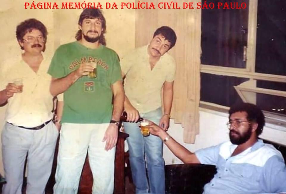 """Equipe """"H"""" da Divisão de Homicídios do DHPP- Departamento de Homicídios e de Proteção à Pessoa, em 1987. Investigadores Antenor, Malacrida, Mário Sérgio e Escrivão/ Reporter Policial Ronaldo Pantera."""
