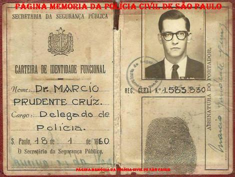 Carteira Funcional do Delegado de Polícia Classe Especial Márcio Prudente Cruz, assinado pelo Secretário de Segurança Pública Delegado de Polícia Francisco José da Nova, expedida em 1960. ( Acervo da filha filha Delegada de Polícia Márcia Pereira Cruz).