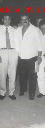 Equipe da 33º DP em 1.990: Investigadores Neris, Pereira e Arilton; Delegado Wilson Zampierie; Investigadores Norberto e Bottion. (Acervo do Delegado Djahy Tucci Junior).