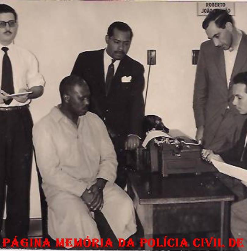 Memória da Polícia Civil de São Paulo- Página curtida · 14 de setembro de 2014 · Editado ·   Prisão em Flagrante Delito sobre entorpecente no 3º DP de Santos, em 29/10/1958. Delegado Aulo M. Homem de Melo Lacerda e Escrivão Roberto João Julião (posteriormente Delegado).
