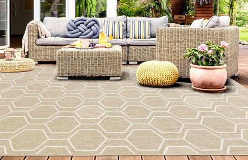Terraza con decoración con alfombra