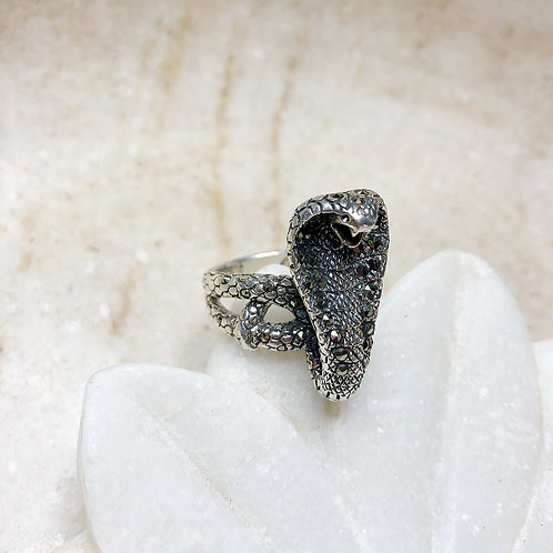 Marcasite serpent silver ring