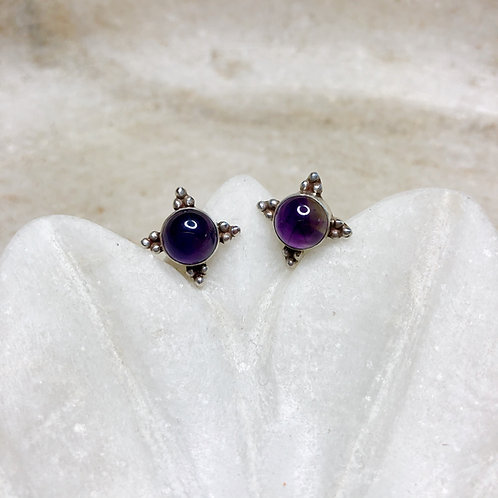 Amethyst crown silver stud earrings
