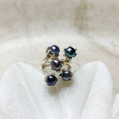 Black pearl bouquet silver ring