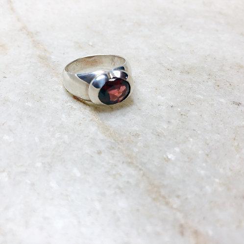Round garnet silver ring
