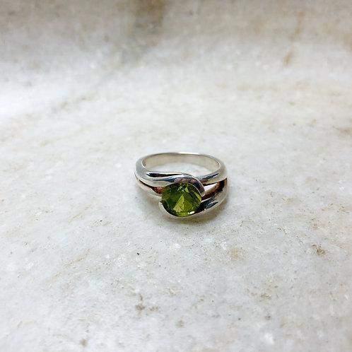 Peridot circle silver ring